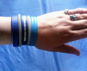 ブルーの手.jpg