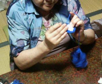 母の編み姿.jpg